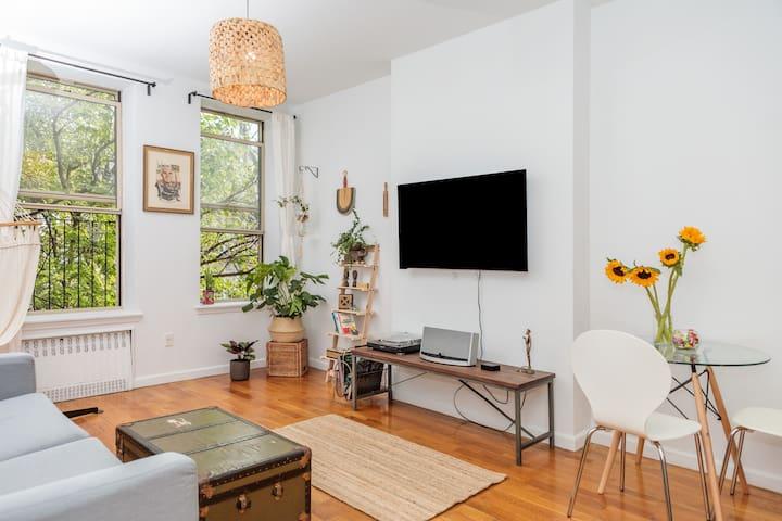 Huge bohemian loft apartment with garden vibe