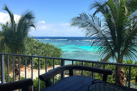 Tranquil Oceanfront, Tennis & Pool - 2 bed, 2 bath - Bodden Town - 公寓