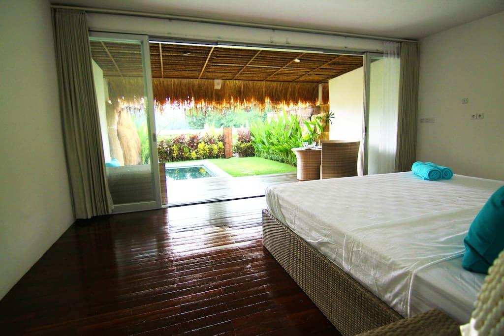 spacius wide bedroom