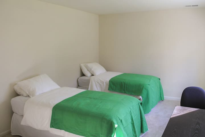 Master shared room near Tysons