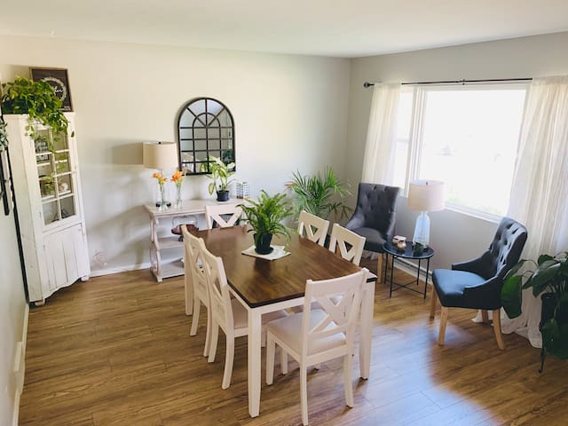 Clean, cozy, peaceful 4 BR home - 5min drive to ND