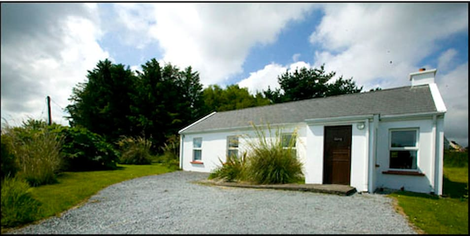 3 bed cottage, sleeps 6 - Castlegregory - House