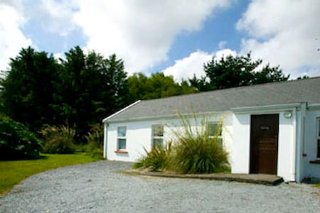 3 bed cottage, sleeps 6 - Castlegregory