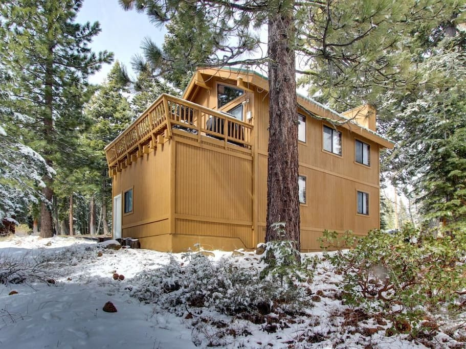Newly renovated mountaintop cabin cottages for rent in for Tahoe city cabin rentals