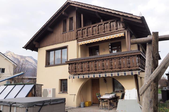 Ruhig, gemütlich und doch zentral - Ruggell - House