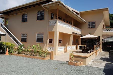 4 luxury apartments(Mollz Hideaway)