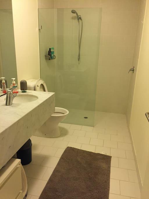 spacious bathroom with laundry facilities
