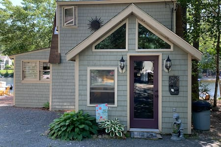 Cozy Wheeler cottage