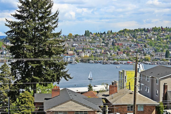 309.Gym.Parking.Views.Private Balcony.PNW vibes! - Seattle - Apartamento