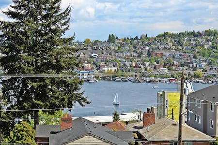 309.Gym.Parking.Views.Private Balcony.PNW vibes! - Сиэтл