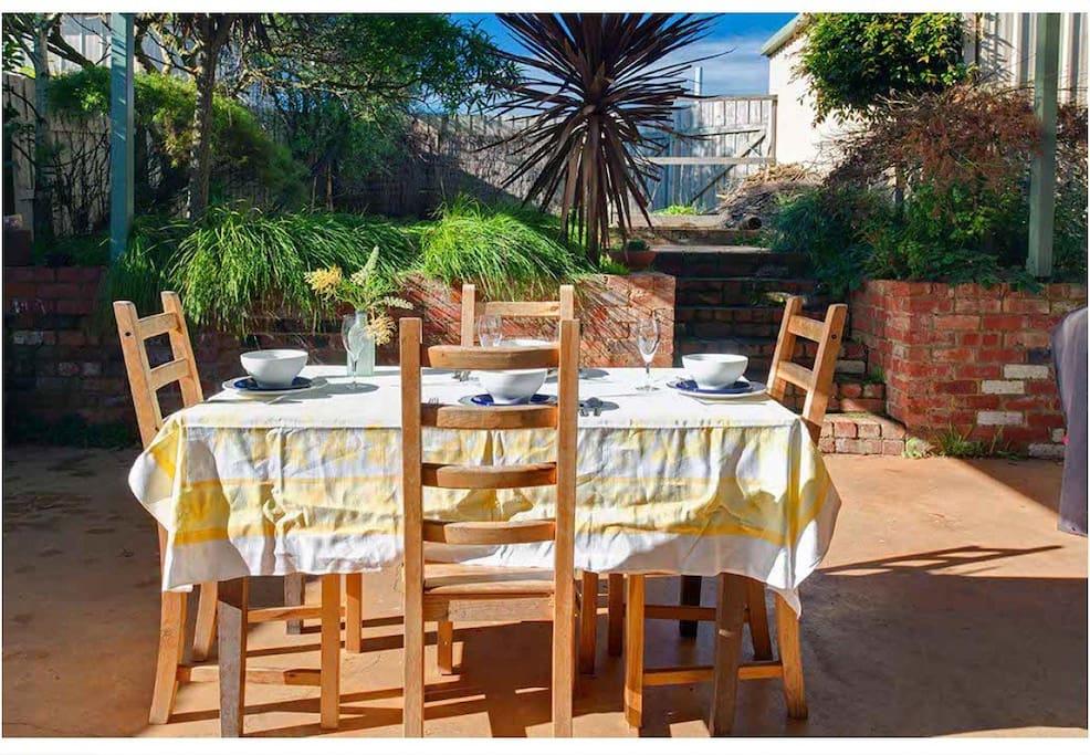 Dine al fresco in the back garden