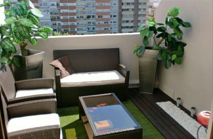 Habitacion doble en acogedor atico Valencia
