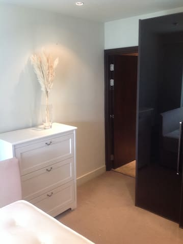 Double room in 2 bed apartment ,own bathroom - Dublin - Apartemen
