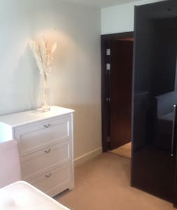 Double room in 2 bed apartment ,own bathroom - Dublin