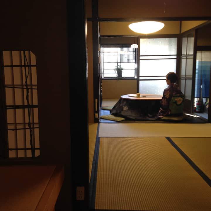 02)京ノ家 二条 土の壁と畳の京町家でリラックス