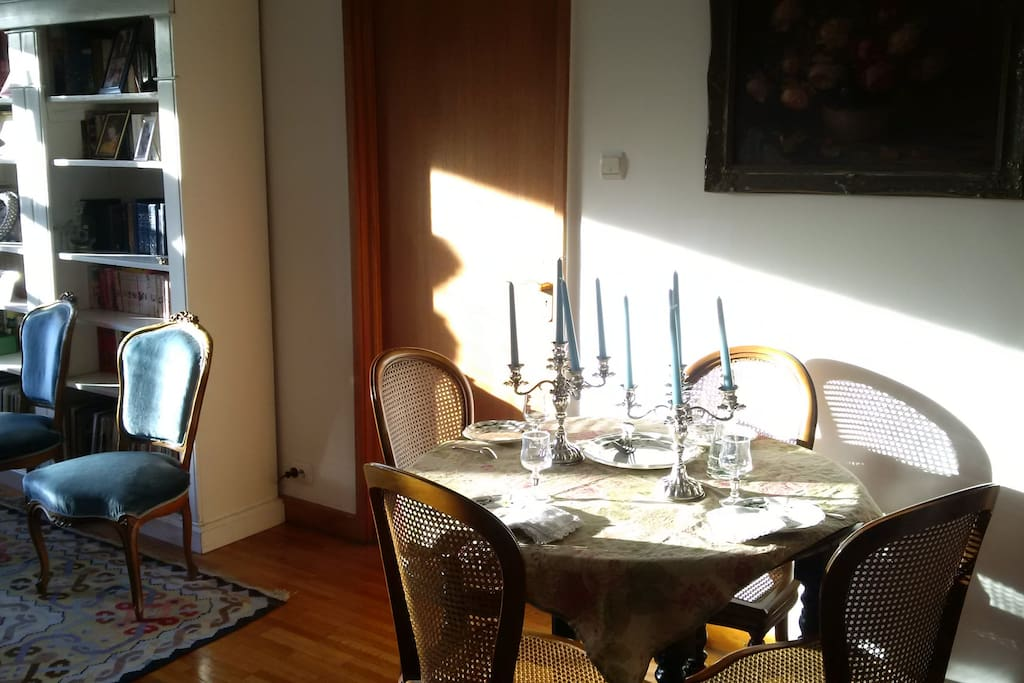 The table can be extended to host 10 guests. Space is not an issue