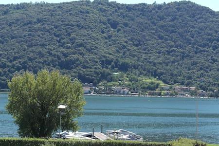Moderno appartamento fronte lago - Sarnico