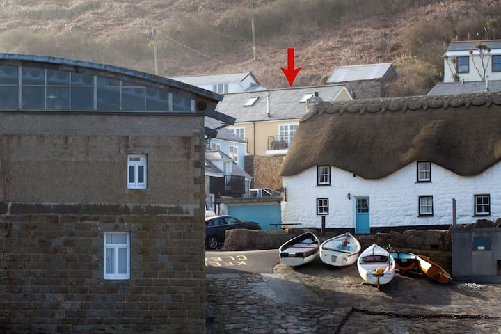3 Harbour Mews, sleeps up to 9 - Sennen Cove