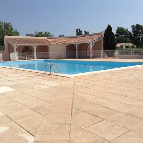 Villa 5 minutes from the sea with a shared pool - Portiragnes