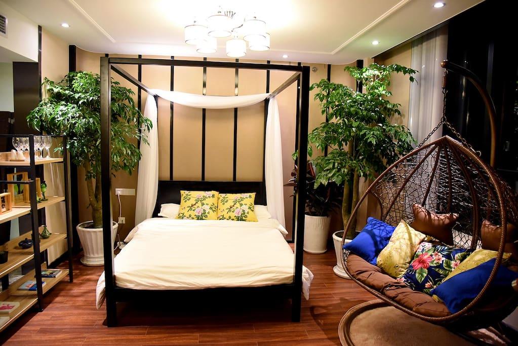架子床+吊椅+绿植+展示柜