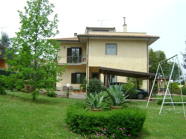 A villa apartment, close to Rome - San Cesareo - Casa de campo