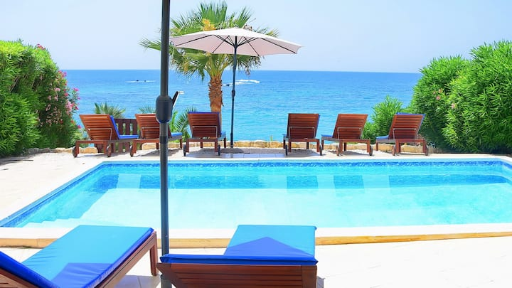 Family Villa With Private Pool on the Sea Front & Car Not Required