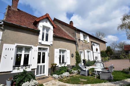 Casa de vacaciones con encanto en Saint-Franchy cerca del bosque