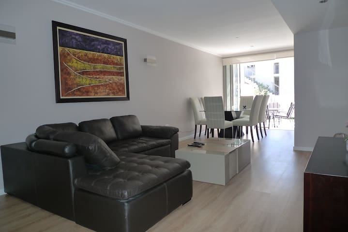 Spacious 2 Bed Executive Apartment Super Fast Wifi - Sandton - Flat