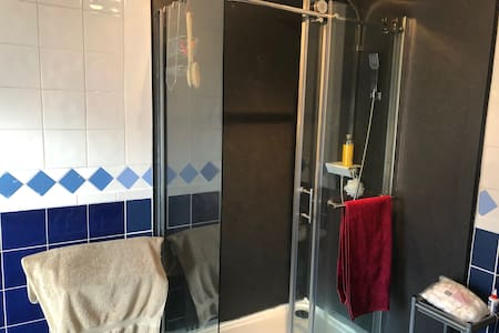 Comfortable double room walking distance to city.