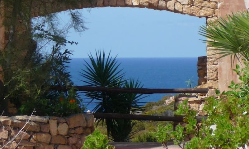 Ocean Views, Private Beach, Sunsets (sleeps 4 - 6) - Costa Paradiso - Flat