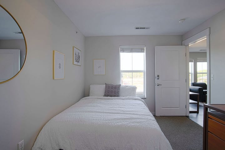 Spacious 2BR steps away from VU campus!