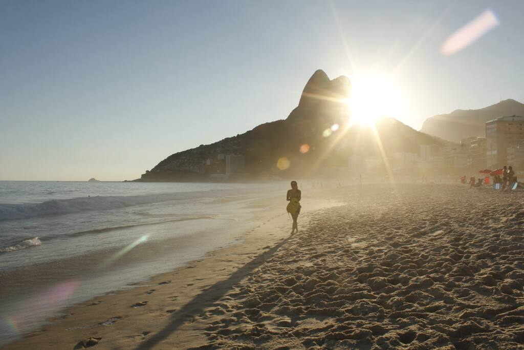 Praia do Leblon à 2 quadras / Leblon Beach 2 blocks away