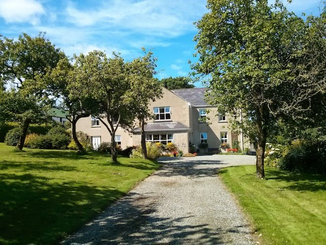Charming Farmhouse B&B near the sea - Inishowen
