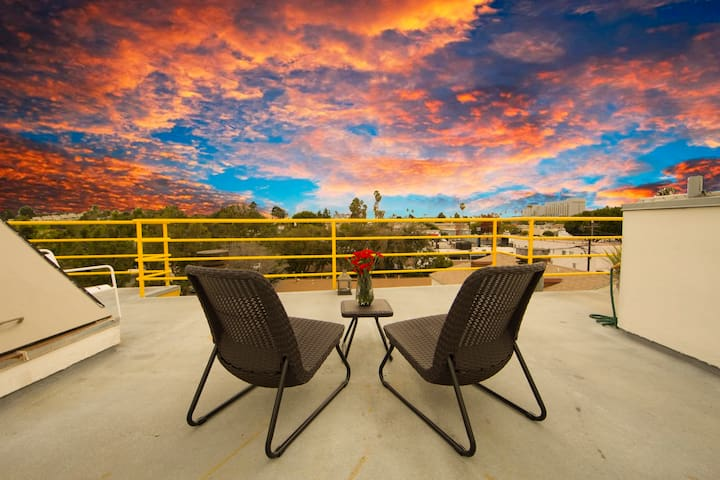 Entire duplex loft 360 views Santa Monica!