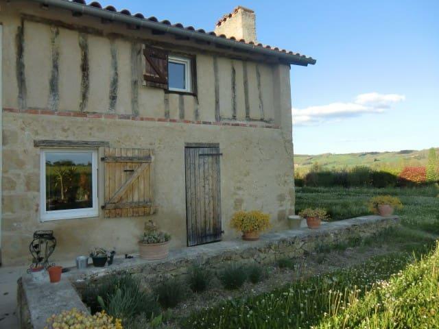 Au calme dans maison de campagne - Mirande - Casa