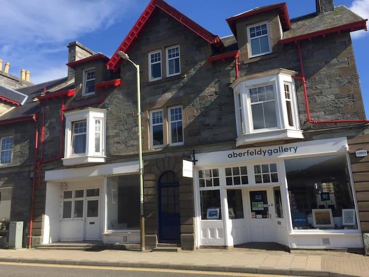 Kynachan - Double room, Aberfeldy town centre