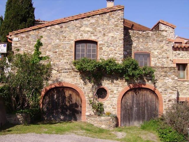 Naturstein-Haus mit Blick zum Meer - Tordères - House