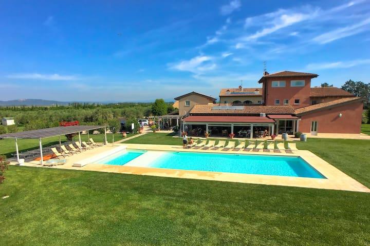 Spaziosa casa vacanze a Braccagni con piscina