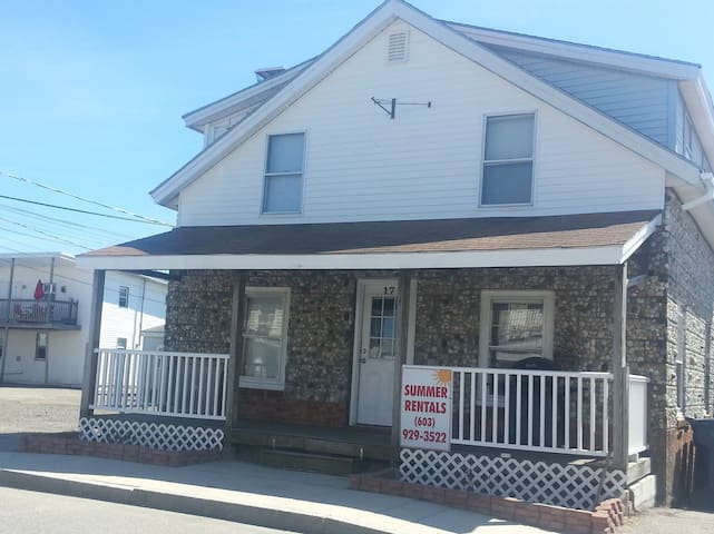 3 Bdr. Hampton Beach Vacation Home on M Street