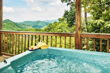 Best view! ★ GSMNP ★ Indoor swing ★ Hot tub