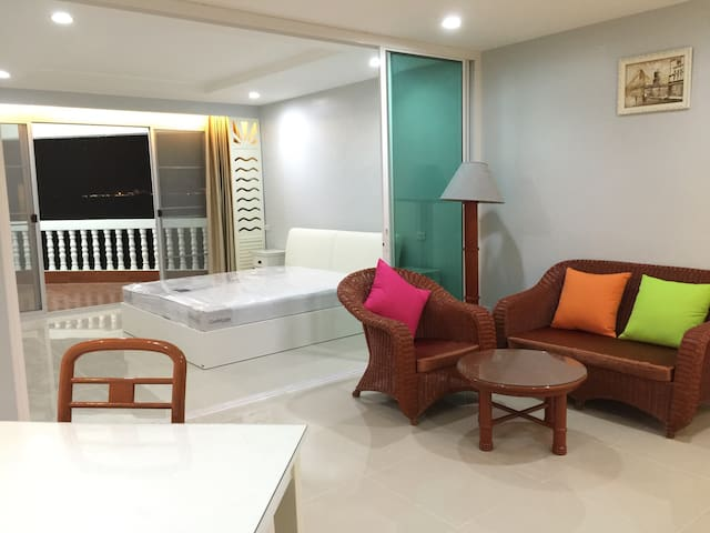 Private Condo on the beach - Rayong - Departamento