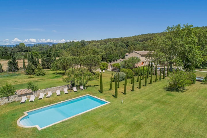 Magnificient property with heated swimming-pool in the Luberon - 14 persons