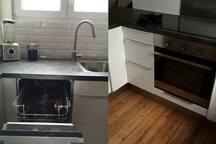 Cuisine équipée de plaques à induction, d'une hôte, d'un lave-vaisselle, d'un frigo et d'un congélateur