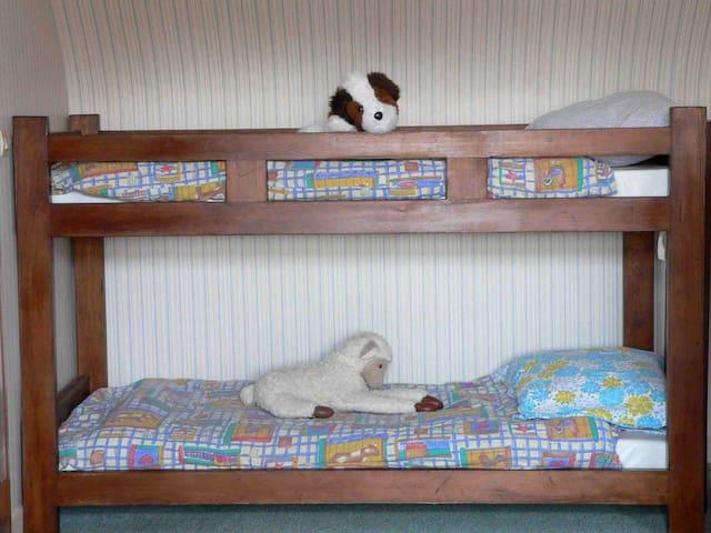 Lits enfants 2 X lits superposés = 4 lits