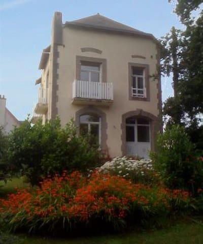 Maison Famille, 8 p, prox mer, port - Roscanvel - Huis