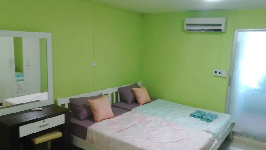 Twin Bedded Room + Air Con + Wifi - Bangkok Noi - Appartement