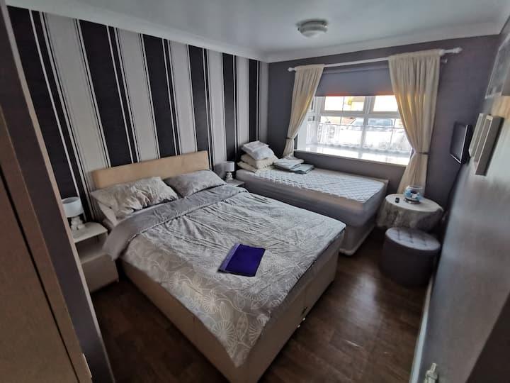 Double Room in Large Bungalow Sutton Bridge