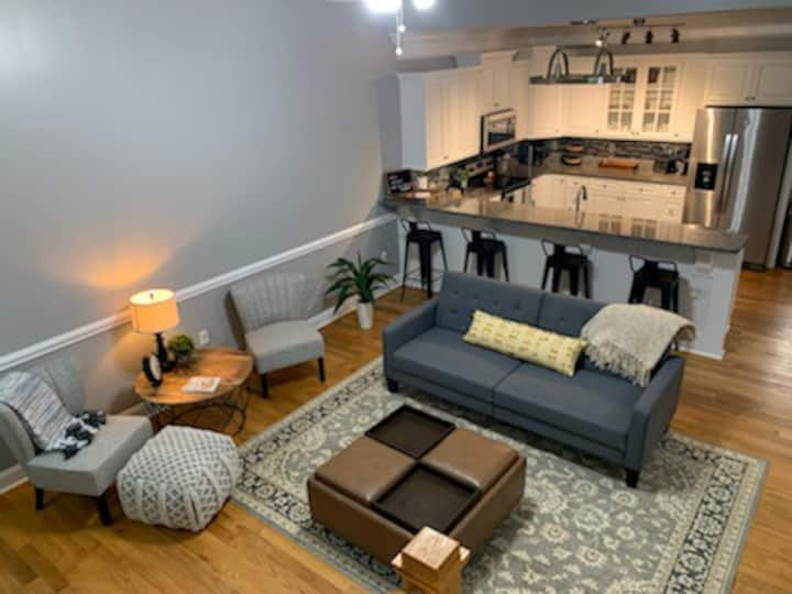 Downtown Terrace, Luxury Condo with rooftop patio!