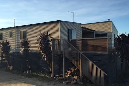 Secluded beach house - sleeps 8 - Coles Bay - Rumah