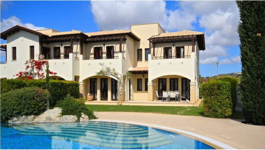 Villa Zephys 3Storey Stunning Villa - Kouklia